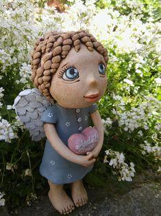 Anděl strážný se srdíčkem (na objednávku) / Zboží prodejce Kočida   Fler.cz Ceramic Art, Garden Sculpture, Clay, Outdoor Decor, Clays, Ceramics, Modeling Dough