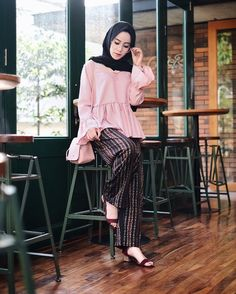 Street Hijab Fashion, Muslim Fashion, Ootd Fashion, Fashion Pants, Modest Fashion, Fashion Outfits, Hijab Style, Hijab Chic, Modest Wear