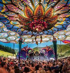 Wie viel Magie in dieser Deko ♥ - Visionary Art - Festival Trance, Psychedelic Decor, Burning Man Art, Psy Art, Shade Structure, Fantasy Places, Art Festival, Festival Logo, Visionary Art