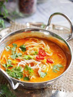 Pikantna zupa tajska z makaronem / Spicy Thai noodle soup - Kolay yemek Tarifleri Thai Noodle Soups, Spicy Thai Noodles, I Love Food, Good Food, Yummy Food, Soup Recipes, Cooking Recipes, Drink Recipes, Asian Recipes