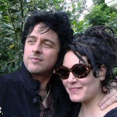 Billie Joe and Adrienne Armstrong Adrienne Armstrong, Billie Joe Armstrong, Jason White, Round Sunglasses, Mens Sunglasses, Cutest Couple Ever, Green Day, Cute Couples, Celebrities