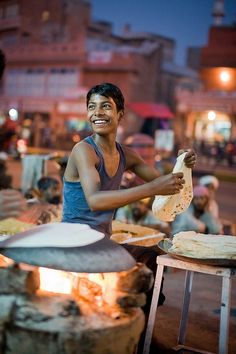 India is a land of food! From spicy hot to sweet delights India has it all on its platter! Lets' have a look at some of the street foods. We Are The World, People Around The World, Amazing India, Indian Street Food, Varanasi, India Travel, Beautiful World, Beautiful Smile, Street Photography