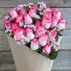 The colors of this bouquet of roses or gorg...