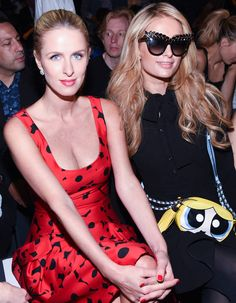 Paris et Nicky Hilton au défilé Jeremy Scott