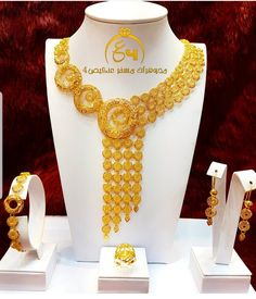 Arabic Jewelry, Indian Jewelry Earrings, Bridal Jewelry, Dubai Gold Jewelry, Gold Jewellery Design, Gold Necklaces, Gold Bangles, Jewelry Patterns, Cucumber