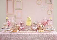Una romántica y dulce mesa de postres para una boda, una fiesta comunión, un baby shower, una fiesta de cumpleaños / A lovely dessert table for a wedding, a baby shower, a communion party, a birthday party