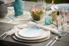 Natural linen look Oat Linnea Napkins with a Topaz Prism Standard Runner at Hawk Ranch . Image by Hulse Photo