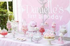 I wish I had the money to put on something like this for my girls' bday! I looooove how beautifully styled and put together this looks!
