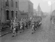 Scottish in WW1.  Pipers of the Gordon Highlanders (possibly 1/7th Battalion) of…