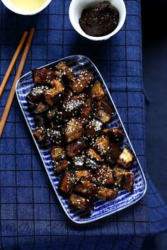 Japanese Roasted Eggplant - A Sun Lunch - Recettes légumes - Asian Recipes Asian Recipes, Veggie Recipes, Vegetarian Recipes, Cooking Recipes, My Favorite Food, Favorite Recipes, Side Dishes For Bbq, Eggplant Recipes, Exotic Food