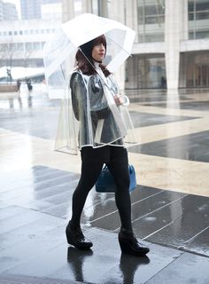 how to stay dry and still show off your outfit #nyfw #streetstyle #mbfw