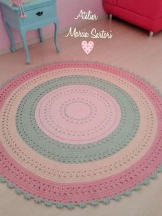 lindo tapete para decorar quarto infantis  Medida de 1,50 de diametro  Outras medidas consultar valor  Cores podem ser as escolhidas pelo cliente! Crochet Doily Rug, Love Crochet, Crochet Baby, Crochet Patterns, Knit Rug, Knitting Accessories, Kid Beds, Baby Decor, Candy Colors