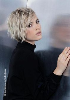 Tagli corti le tendenze più cool del nuovo anno - Neue Frisuren 💇 Short cuts the coolest trends of the new year Haarschnitte Short Shaggy Haircuts, Short Choppy Hair, Short Shag Hairstyles, Short Hair With Layers, Short Hair Cuts, Cool Hairstyles, Short Shaggy Bob, Layered Hairstyles, Sassy Hair