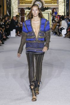 Balmain Spring 2018 Ready-to-Wear  Fashion Show - Josephine Le Tutour