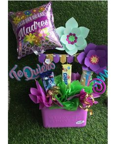 Birthday Party Games, Diy Birthday, Birthday Gifts, Candy Bouquet Diy, Diy Bouquet, Candy Arrangements, Diy And Crafts, Paper Crafts, Birthday Bouquet
