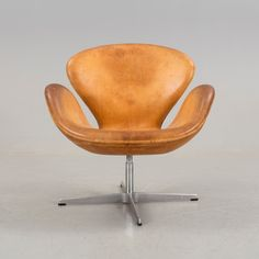 For Sale Chairs And Tables Arne Jacobsen Chair, Cool Furniture, Furniture Design, Swan Chair, Diy Chair, Chairs For Sale, Patio Chairs, Danish Design, Scandinavian Design