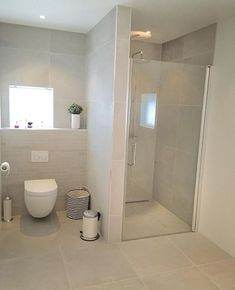 Dangerous stunning tile colours and small tiles behind the bathroom Designer Wedding ceremony Costum Small Bathroom Layout, Modern Bathroom, Dyi Bathroom, Toilette Design, Shower Cabin, Bathroom Interior Design, Bathroom Inspiration, Small Tiles, Shower Tiles