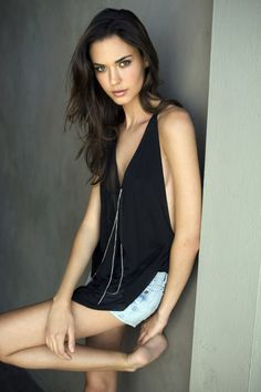 Odette Annable barefoot http://beautybodybook.com/photo-blog