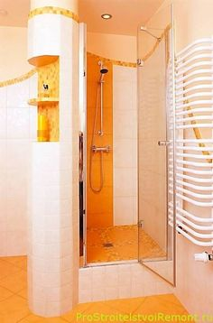 Поддон в душевой кабине немного поднят над полом и сделан в такой форме, чтобы вся вода в душе стекала в центральную часть поддона.