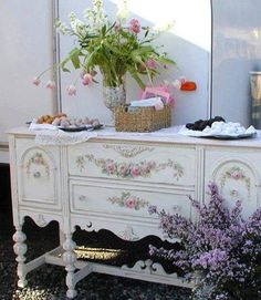 10 Fabulous Tips: Shabby Chic Pillows Natural Linen shabby chic office paint.Shabby Chic Curtains Tie Backs. Shabby Chic Mode, Estilo Shabby Chic, Shabby Chic Style, Shabby Chic Decor, Cottage Chic, Shabby Cottage, Cottage Style, Shabby Chic Furniture, Painted Furniture