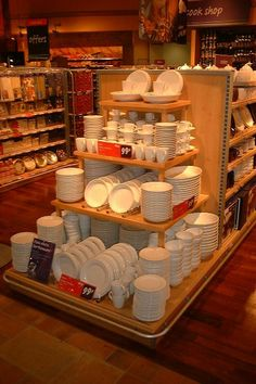 Safeway - Mega Store - Visual Merchandising - General Merchandise - Supermarket - Hypermarket - Landscape - Customer Journey - Still VM - Clear Retail - www.clearretailgroup.eu