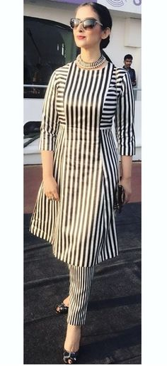 I'd go with black slim fit pants instead. Not leggings. The striped pants make this outfit look a bit like pajamas. Stylish Dress Designs, Dress Neck Designs, Designs For Dresses, Blouse Designs, Simple Pakistani Dresses, Pakistani Dress Design, Kurta Neck Design, Kurta Designs Women, Kurti Designs Party Wear
