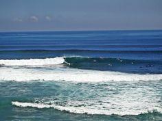 Surfing Uluwatu Bali