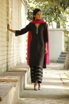 Simple yet it completely conveys the vibrancy of celebrations. India Fashion, Ethnic Fashion, Asian Fashion, Punjabi Fashion, Daily Fashion, Women's Fashion, Indian Attire, Indian Ethnic Wear, Pakistani Outfits