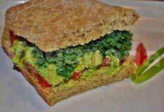 Veganana: Sanduiche de Pao Caseiro com Guacamole
