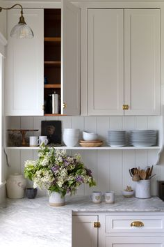 5 Kitchens Where Shaker Pegs Stole the Show (+ Other Spots to Put These Classic Pegs!) — The Grit and Polish - - 5 kitchens where shaker pegs stole the show, plus other spots to use these classic pegs. Home Decor Kitchen, Kitchen Dining, Kitchen Cabinets, Kitchen Ideas, Open Cabinets, Kitchen Taps, Decorating Kitchen, Kitchen Small, Apartment Kitchen