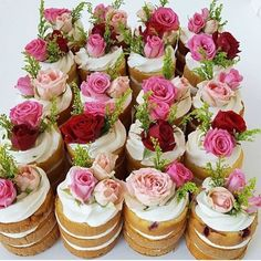 Layered naked cake with cream cheese frosting toppe… Beautiful mini floral cakes! Layered naked cake with cream cheese frosting topped with roses. Pretty Cakes, Beautiful Cakes, Amazing Cakes, Bolo Floral, Floral Cake, Floral Cupcakes, Mini Cakes, Cupcake Cakes, Cake Fondant