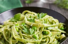 We have the yummiest, most vitamin-packed pesto pasta recipe for you to try. Sure, you could grab any 'ole jarred pesto sauce at the Pasta Al Pesto, Vegan Pasta Sauce, Pesto Sauce, Avocado Pasta, Blue Zones Recipes, Zone Recipes, Pasta Recipes, Recipe Pasta, Vegan Recipes