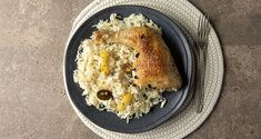 Lemony roast chicken and rice by the Greek chef Akis Petretzikis. A quick and easy recipe for juicy chicken thighs with basmati rice in the oven! Sugar Free Diet, Dairy Free Diet, Greek Recipes, Raw Food Recipes, Roast Chicken And Rice, Rice In The Oven, Foods That Contain Gluten, Greek Dinners, Gluten Free Rice