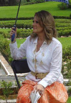 La guapa Erika Buenfil luciendo collar Jenny Rabell. Compra accesorios Jenny  Rabell en http