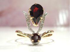 Exquisite Early Vintage 18 Carat Gold Garnet Diamond Ring.