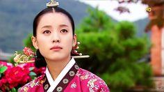 Dong Yi(Hangul:동이;hanja:同伊) is a 2010 South Korean historical television drama series, starringHan Hyo-joo,Ji Jin-hee,Lee So-yeonand Bae Soo-bin.About the love story betweenKing Sukjong, it aired onMBC. 숙위 최씨