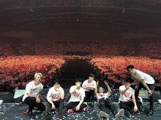 #행복했습니다🙈#태국 Kim Jinhwan, Chanwoo Ikon, Korean Bands, South Korean Boy Band, Bobby, Yg Ikon, Funny Fights, Jay Song, Hip Hop