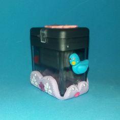 Afia duplo com caixa decorada com elementos modelados em biscuit / porcelana fria. Tema: Princesa Sofia