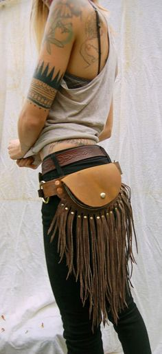 Leather fanny pack with dramatic fringe by Crossfox on Etsy. I soooooo need this hip bag! I'd wear this fanny pack love it! Hippie Style, Mode Hippie, Bohemian Mode, Gypsy Style, Boho Gypsy, Hippie Boho, Bohemian Style, Bohemian Bag, Hippy Chic