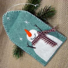 Darling Felt Snowman Gift Tag...with blanket stitching on the edges...and pocket to hold a gift card or money.