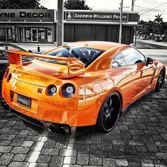 Godzilla!   Nissan GT-R