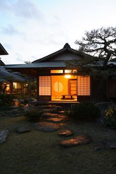 Ryokan Yoyokaku - The garden view of Sayohime Room, in the seaside village of Karatsu, an hour from Fukuoka.