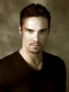 """Jay Ryan (Vincent Keller """"The Beast"""" in CW's Beauty and the Beast)"""