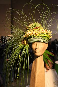 Philadelphia Flower Show We have this mannequin head at Mannequin Madness if you want to recreate this floral centerpiece:http://www.mannequinmadness.com/natural-fiber-head-form-17/