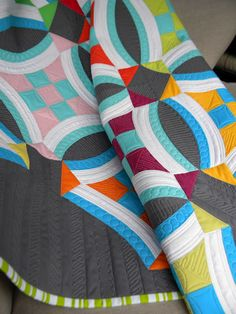 I love this color combo: bright colors with white and dark grey. Sew Kind Of Wonderful: Urban Nine Patch Quilt. Quilting Tutorials, Quilting Projects, Quilting Designs, Sewing Projects, Quilting Ideas, Sew Kind Of Wonderful, Wedding Ring Quilt, Nine Patch Quilt, Contemporary Quilts