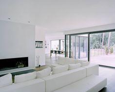 Villa in Berlin - Dahlem : Moderne woonkamers van C95 ARCHITEKTEN Ibiza Fashion, Divider, Villa, Ibiza Style, Room, House, Furniture, Van, Home Decor