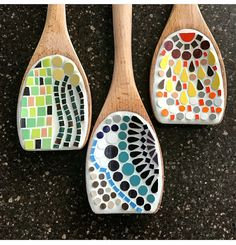 Best 10 Mosaic, but heart shaped instead of a circle and river pebbles instead of tiles – SkillOfKing. Mosaic Tray, Mosaic Tile Art, Mosaic Pots, Mosaic Artwork, Mosaic Crafts, Mosaic Projects, Stained Glass Projects, Mosaic Glass, Glass Art