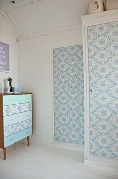 ,love the wallpaper