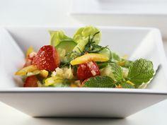 Blattsalat mit Erdbeeren - smarter - Zeit: 20 Min. | eatsmarter.de