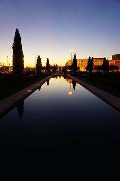 Jardim da Praça do Império ao por do sol.